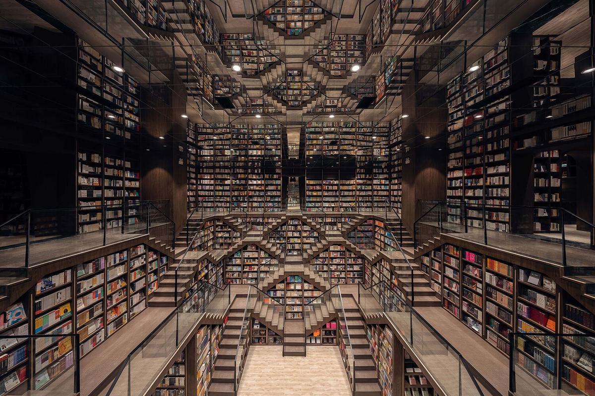 The huge main study inside theChongqing Zhongshuge Bookstore