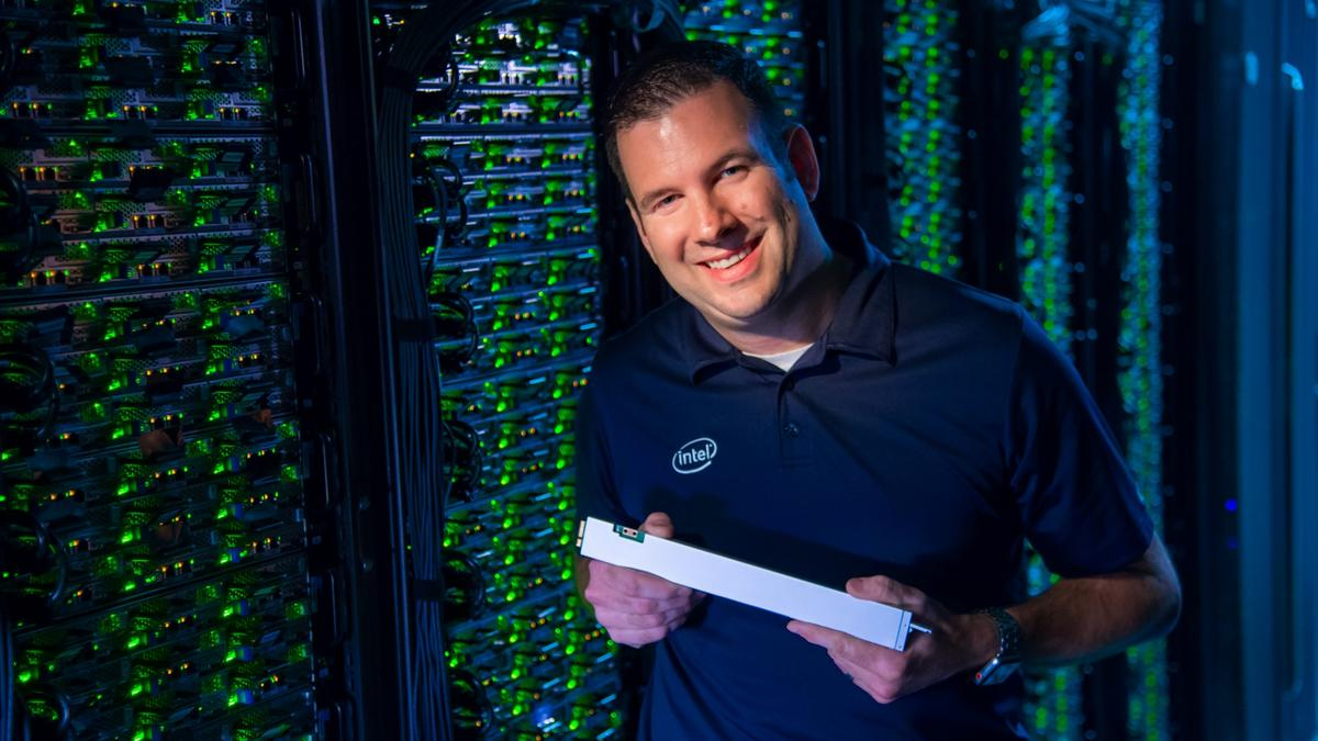 32 ofIntel's new P4500 SSDs can fit into one standard server slot, for a total of 1 PB of data storage per slot