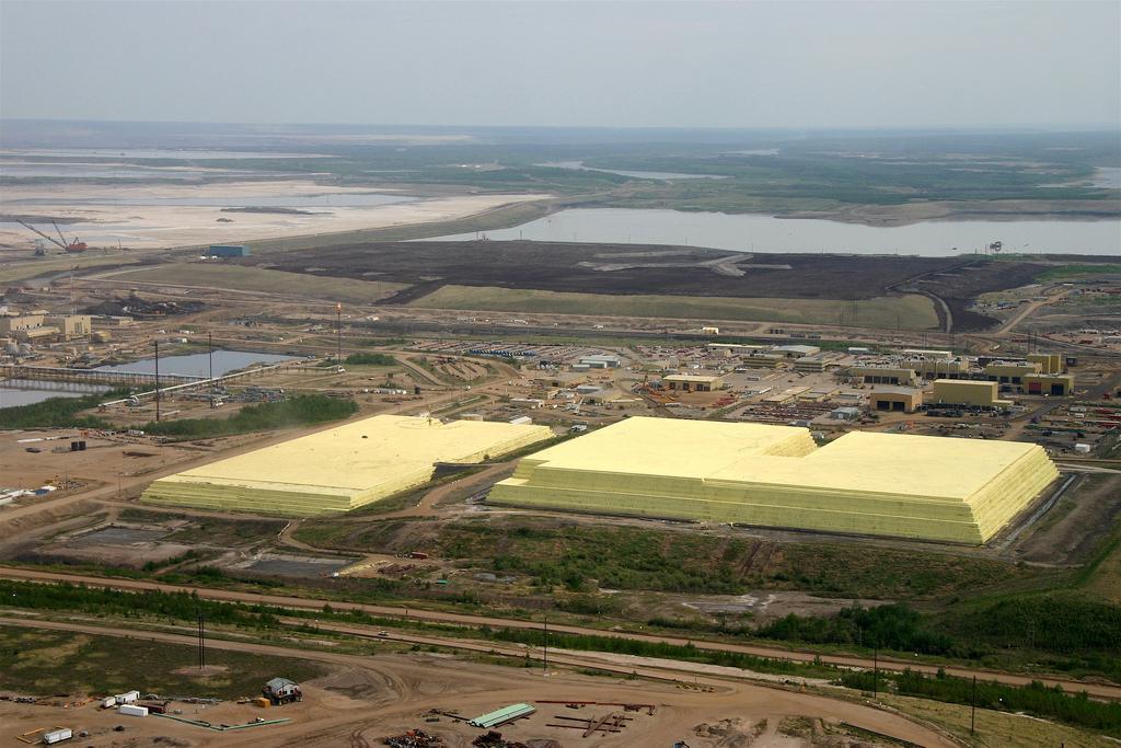 A sulfur stockpile at the processing facilities of Syncrude in Alberta, Canada (Photo: David Dodge/The Pembina Institute)