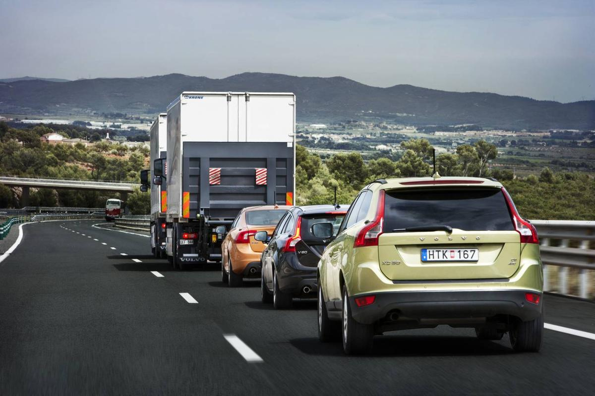 The autonomously controlled Volvo convoy takes part in the first demonstration of SARTRE technology on public roads