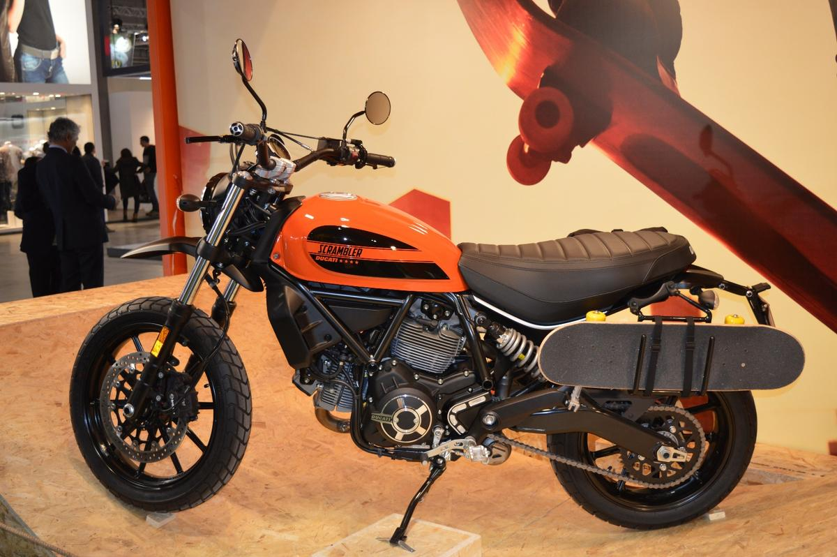 With the Scrambler Sixty2 Ducati targets a younger audience by offering a cheaper an entry-level version