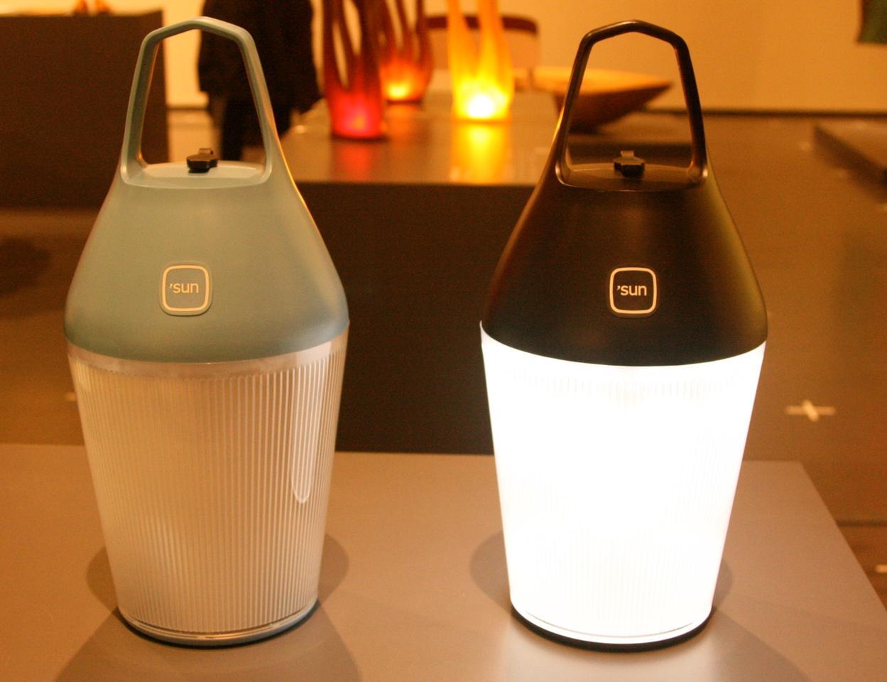 The Nomad lamp design includes a single button for three different lighting settings (Photo: Bridget Borgobello/Gizmag)
