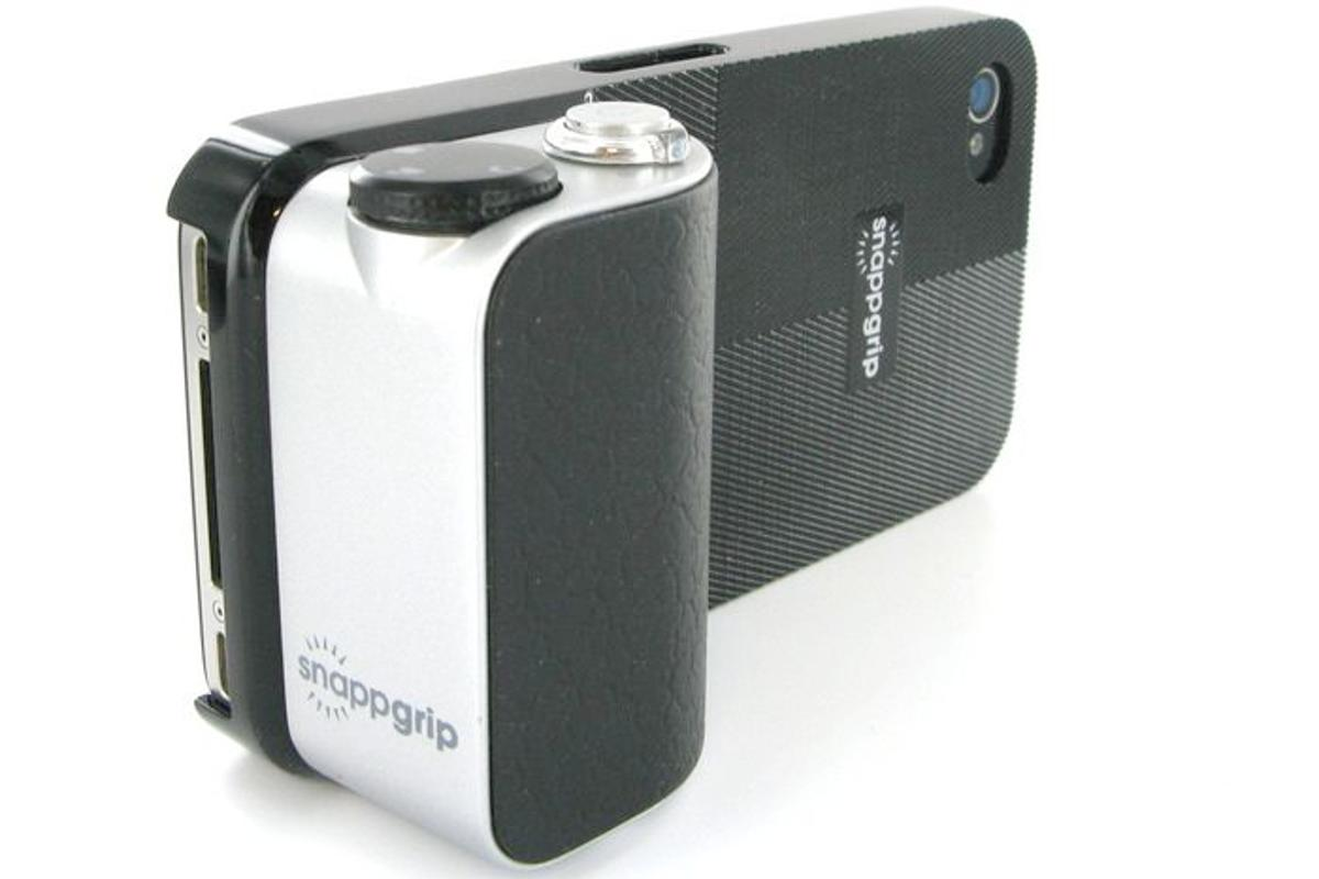 The snappgrip is a case and ergonomic hand grip/controller that can be attached to a smartphone, for shooting photos