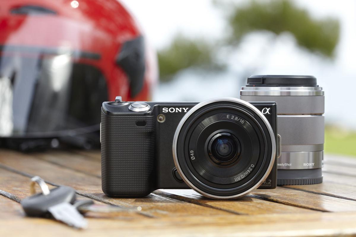 Sony NEX-3 and NEX-5 digital SLRs