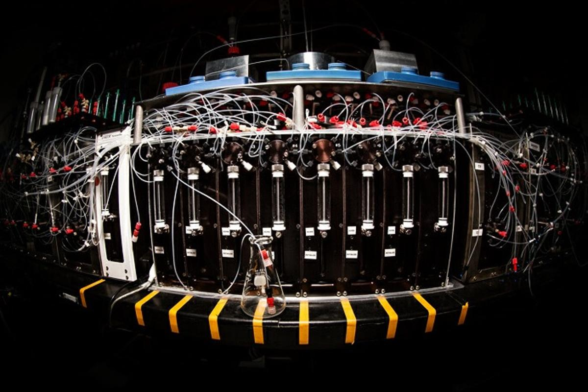 Researchers at the University of Illinois claim to have created a machine that assembles a range of complex molecules at the push of a button (Photo: L. Brian Stauffer)