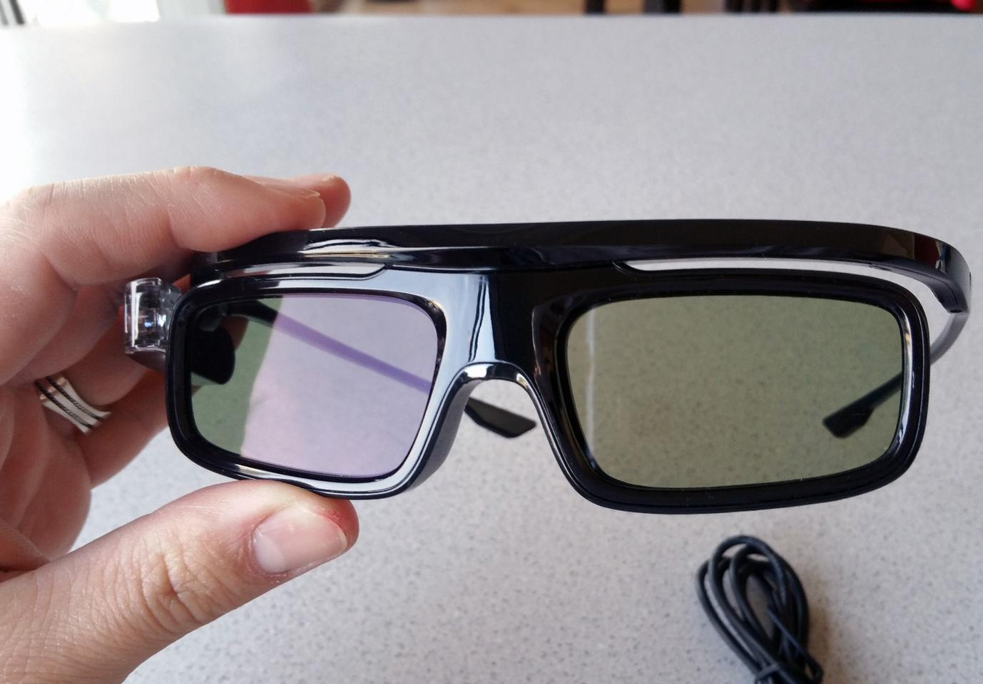JmGO offers active shutter DLP-Link 3D glasses to go with the View projector