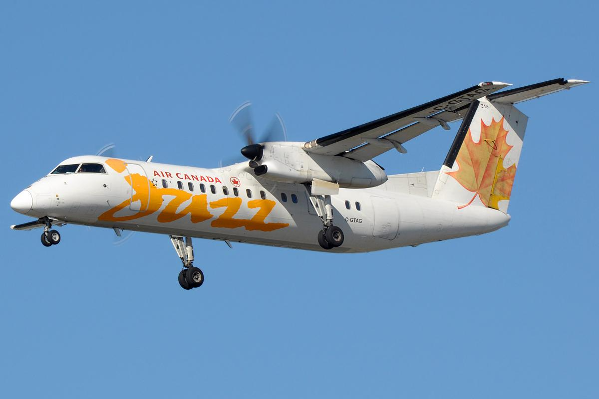 A De Havilland Canada DCH-8 (Dash-8) Q300 like the aircraft above will be retrofitted with a hydrogen fuel cell powertrain to become the world's largest hydrogen aircraft