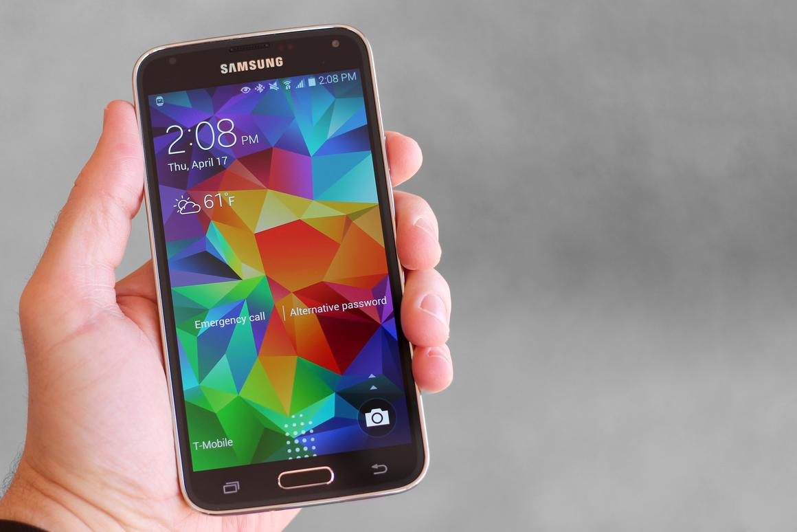 Gizmag reviews the Samsung Galaxy S5, one of the best smartphones of 2014