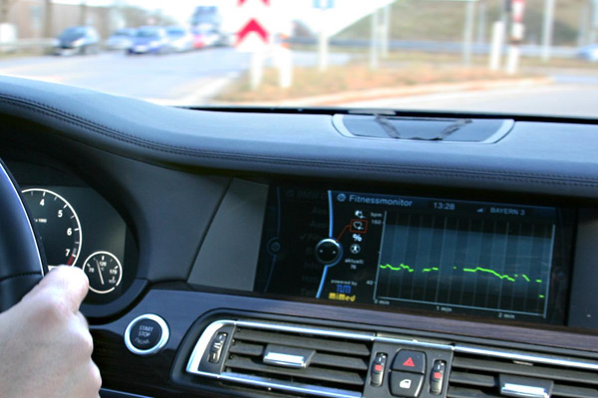 Sensors integrated into the steering wheel monitor the driver's vital signs while driving (Image: Jakob Neuhauser / TUM)