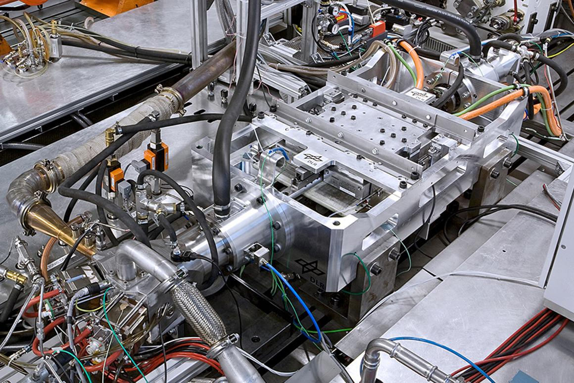 DLR's free-piston linear generator could extend the range of electric vehicles by around 600 km (Photo: DLR (CC-BY 3.0))