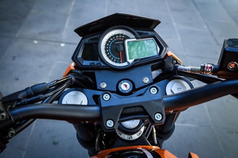 Benelli BN302 - dash (Photo: Loz Blain/Gizmag)