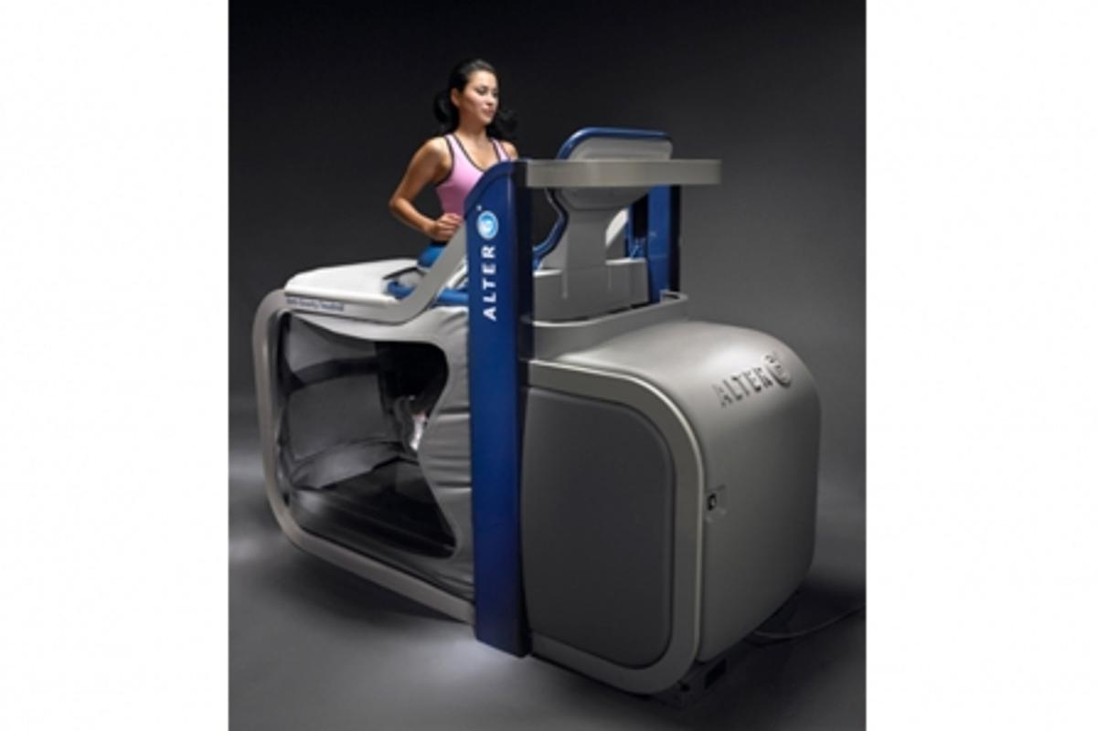 The AlterG M300 treadmill allows the user to train whilst sustaining an injury