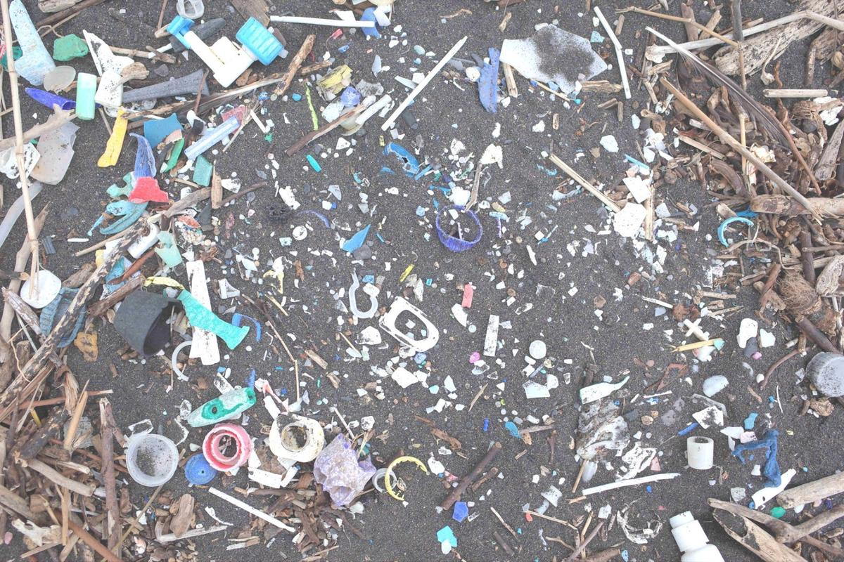 Accumulation of plastic waste on the remote Atlantic island of St Helena