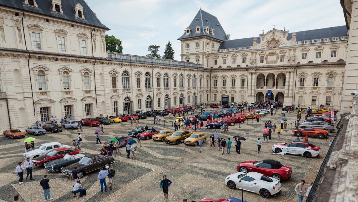 The first Parco Valentino Classic Concours for vintage cars was held last weekend and being run in conjunction with the open air Parco Valentino - Salone dell'Auto di Torino, it looks set to become a fixture on the world concours calendar in a town with a spectacular automotive  heritage. Here the cars line up in Piazza Vittorio Veneto in Turin.