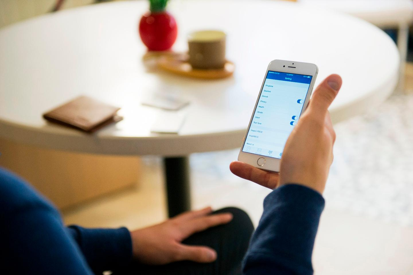 Piece allows users to make calls and send text messages from two SIM cards via a single hanset