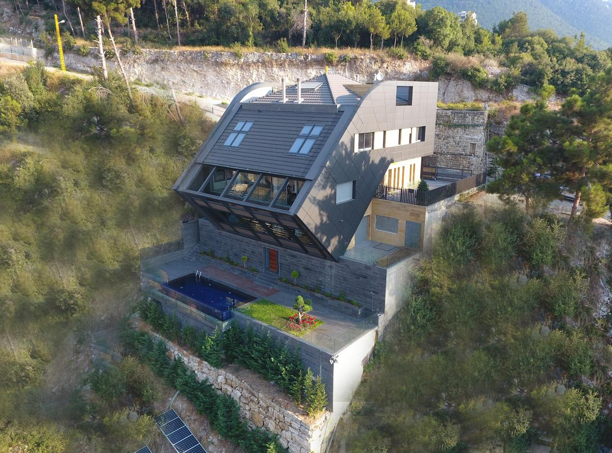 The CH730 Villa is located on a steep hillside plot in Lebanon