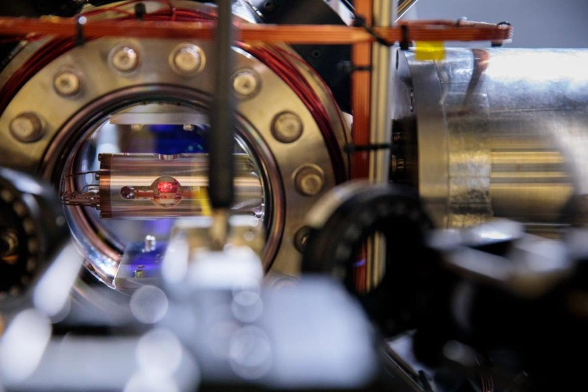 Lutetium atoms trapped in a vacuum chamber in an atomic clock