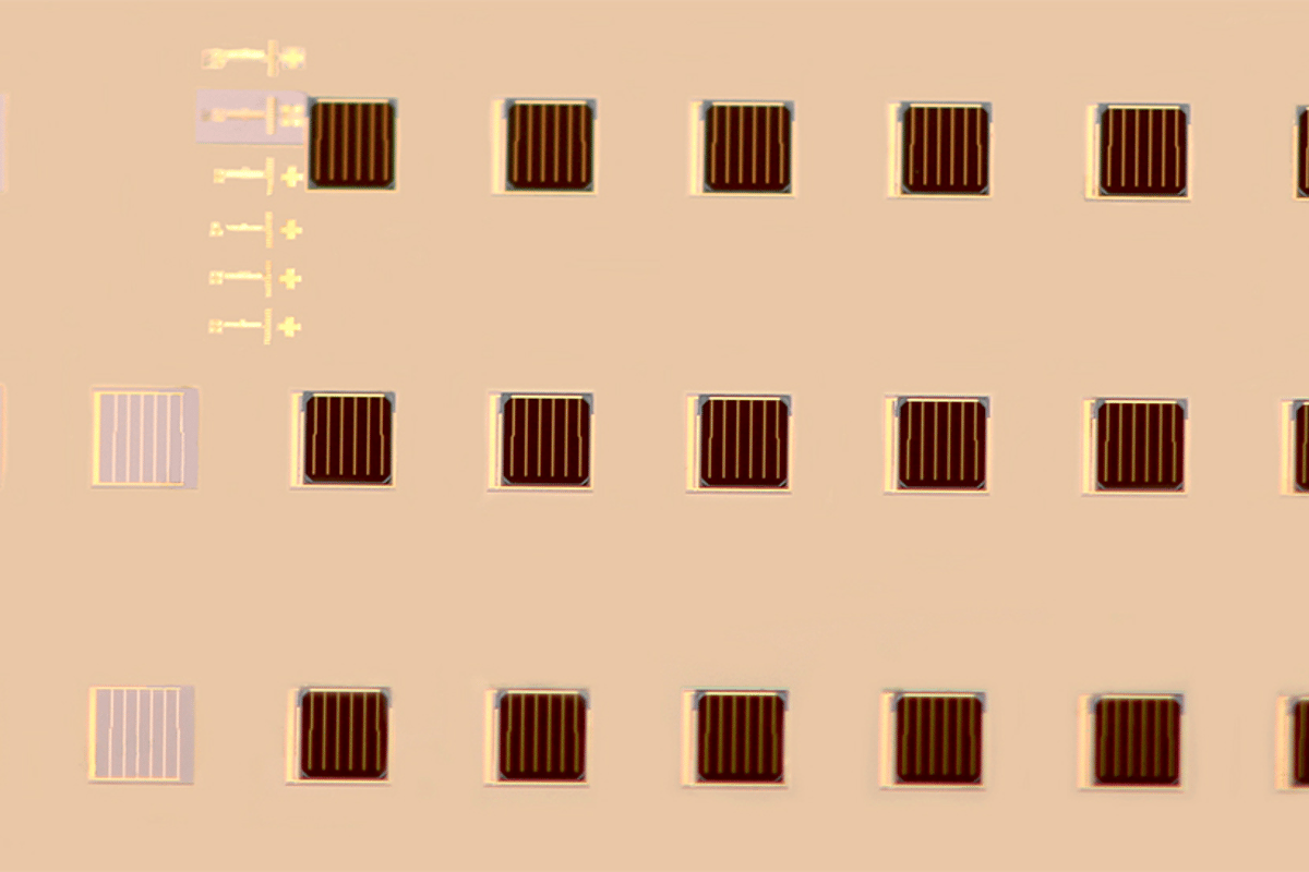 Arrays of stacked multi-junction cells achieving ultra high efficiencies were produced using a printing-based assembly process