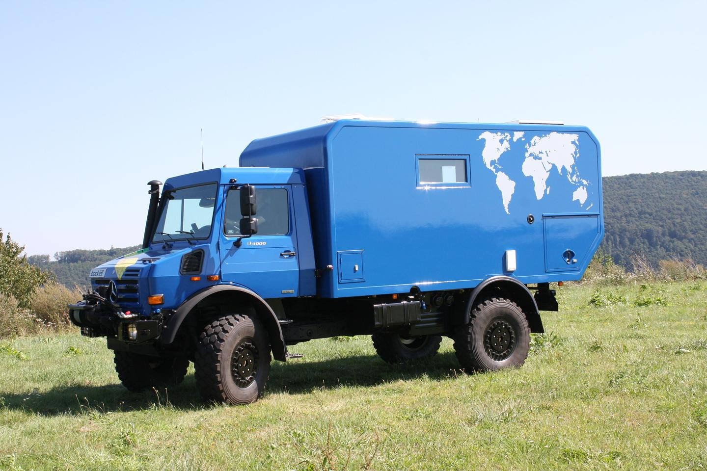 Based on a Unimog U4000 series chassis, and with 330 litres of fuel capacity, the Dakar U685 can traverse all but the longest uncivilised stretches