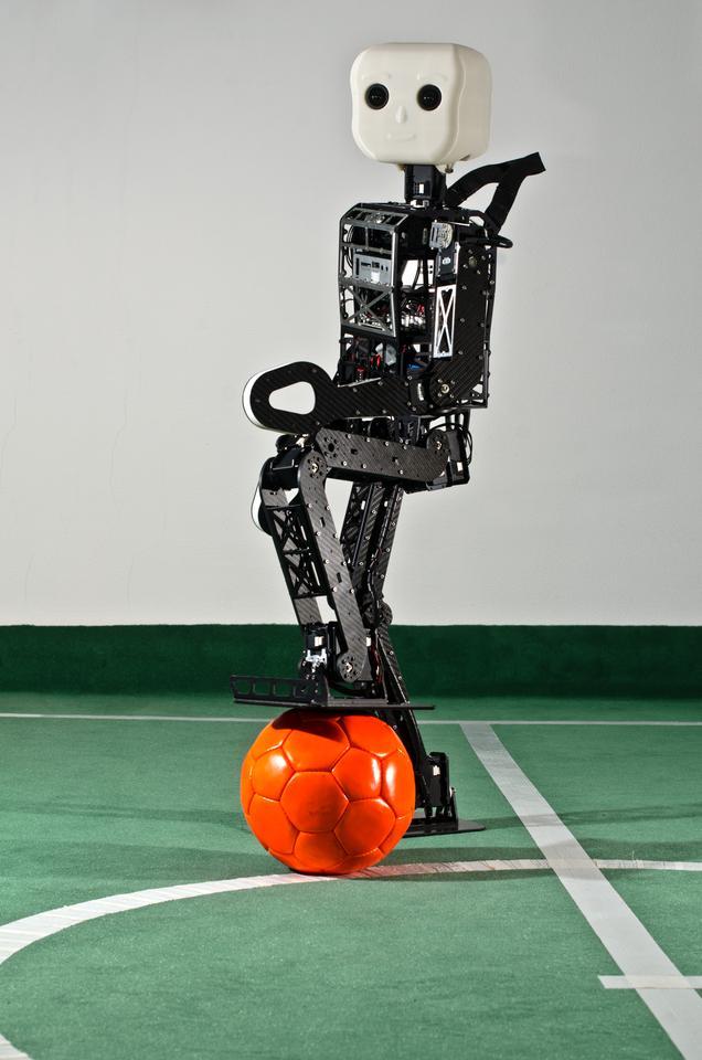 The University of Bonn's Team NimbRo has developed an open-source robot platform for RoboCup's TeenSize league (Photo: Felix Oprean)