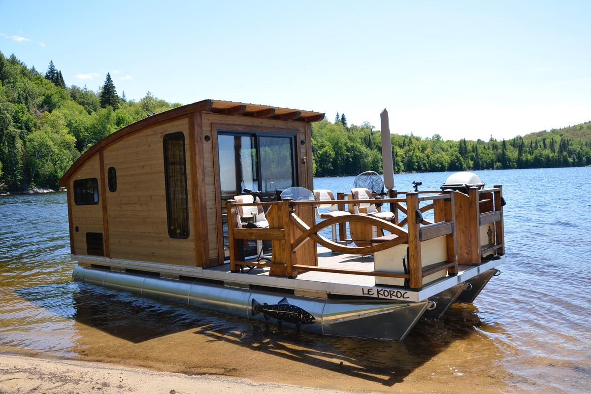 There are quite a few options available for Le Koroc, including fishing gear, an electric anchor, electric motor, barbecue, and a propane-powered heating system