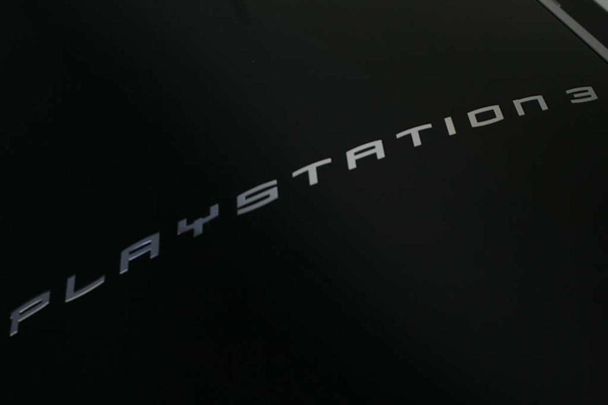 Sony's upcoming firmware update removes the Other OS feature from the non-Slim PS3s which were available until Q4 2009