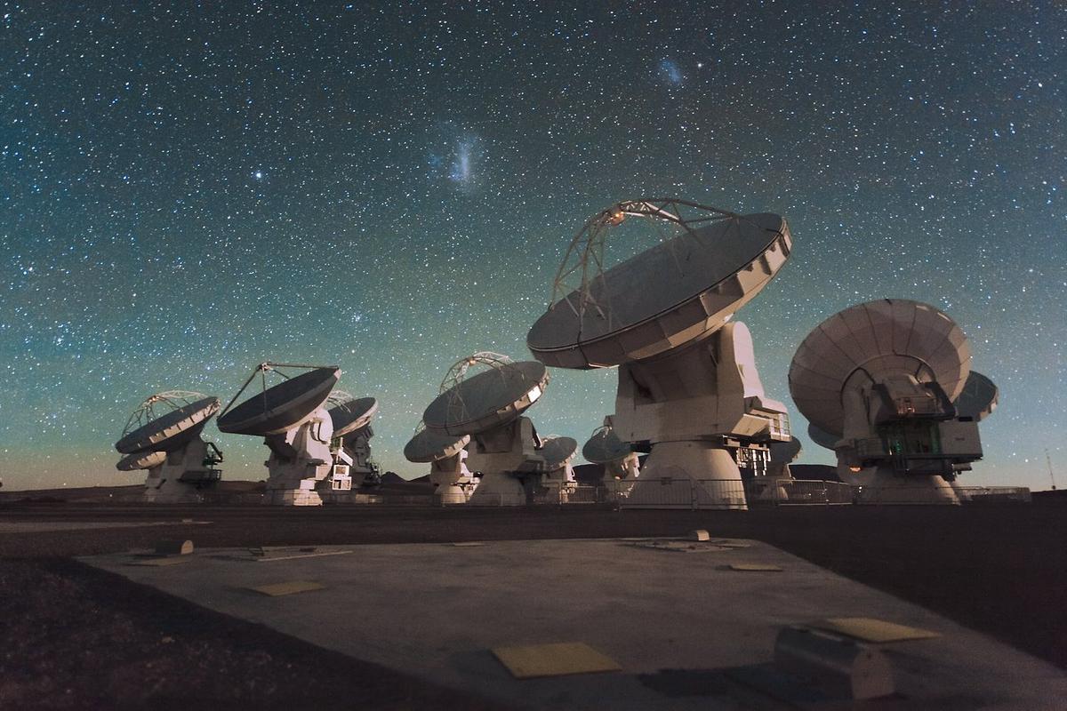 Scientists working at theALMA radio telescope in Chile have installed new receivers that will help them detect thefaint signals of water elsewherein the cosmos