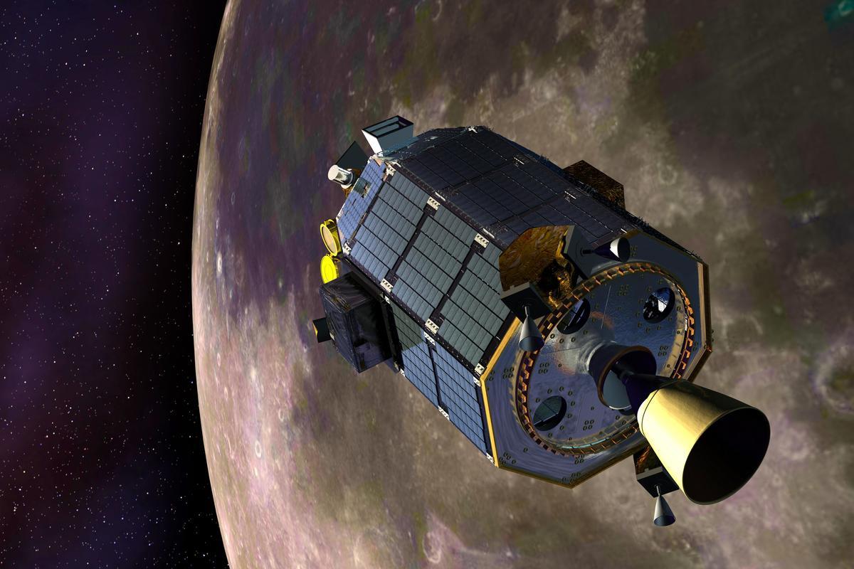 Artist's concept of LADEE entering lunar orbit (Image: NASA)