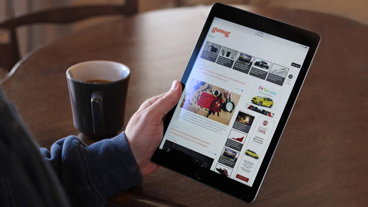 "Gizmag reviews Apple's latest ""best tablet,"" the iPad Air 2 (Photo: Will Shanklin/Gizmag.com)"