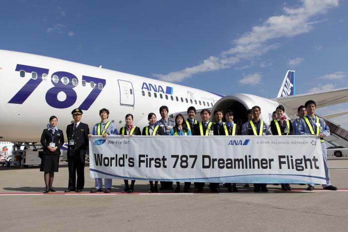 ANA celebrates first passenger flight of the 787 Dreamliner (Photo: ANA)