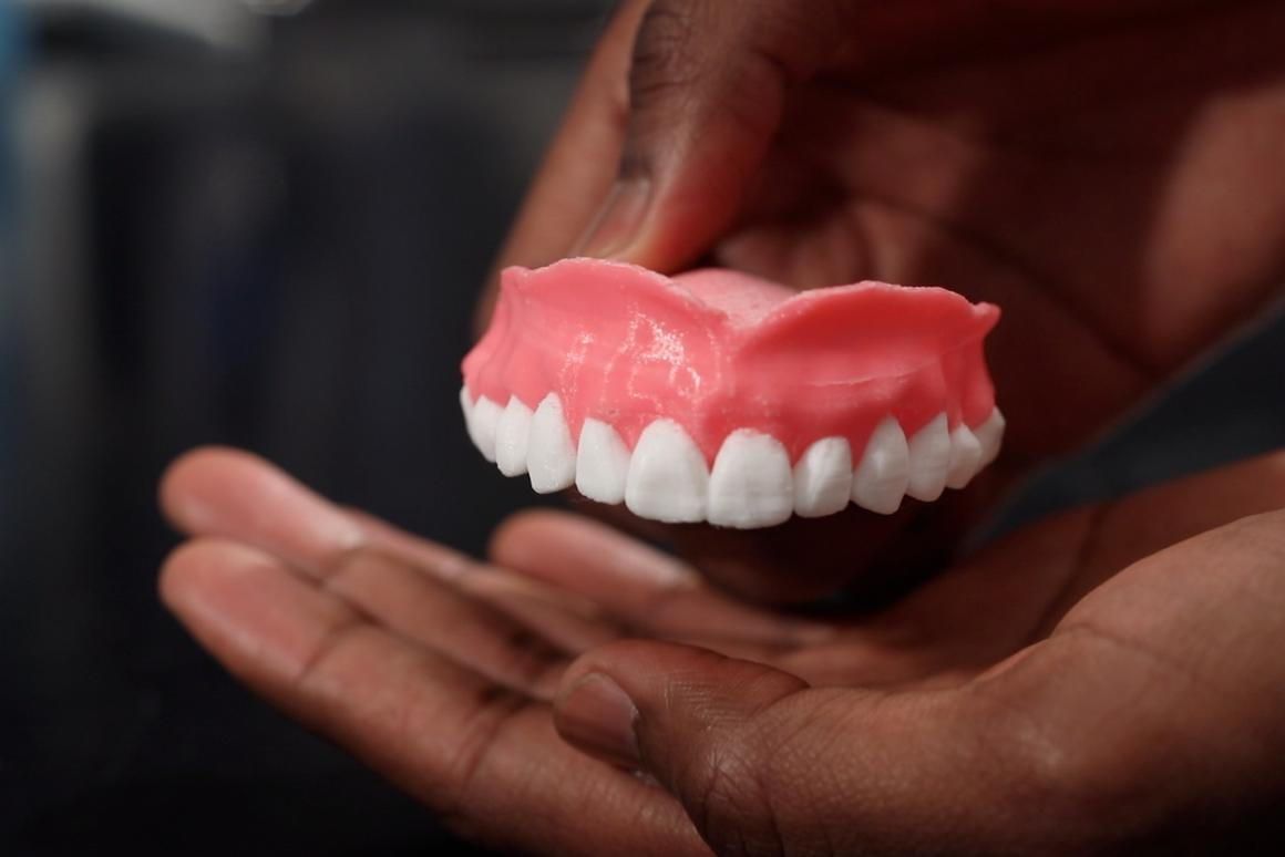 The prototype dentures, full of Amphotericin B