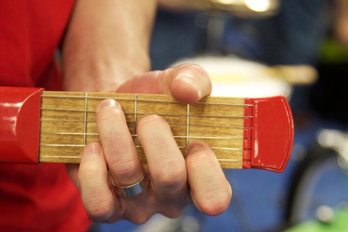 PocketStrings portable guitar practice tool (Photo: Gizmag)