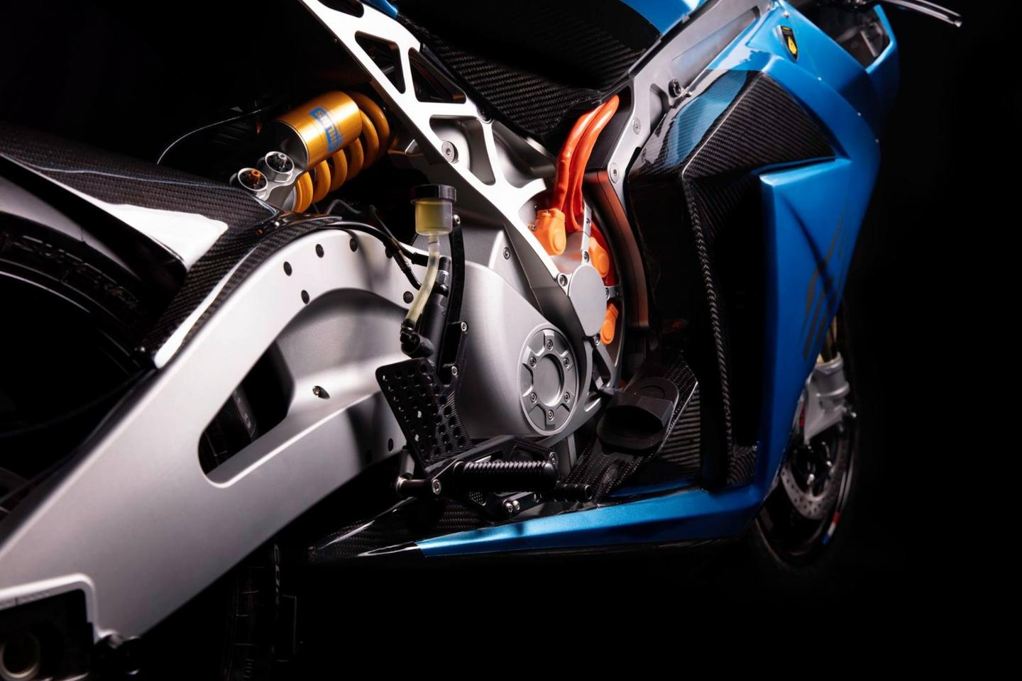 The Carbon Edition gets Ohlins suspension