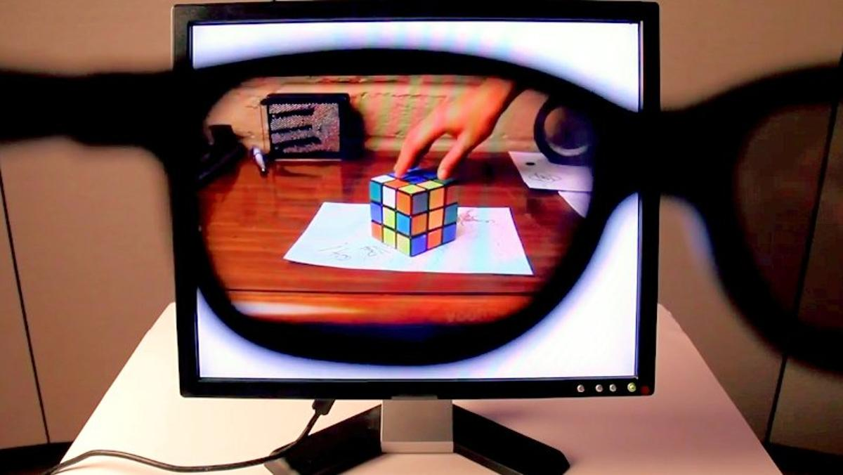 Stealth LCD monitor showing a Rubik's cube through polarizing sunglasses (Photo: Brusspup)