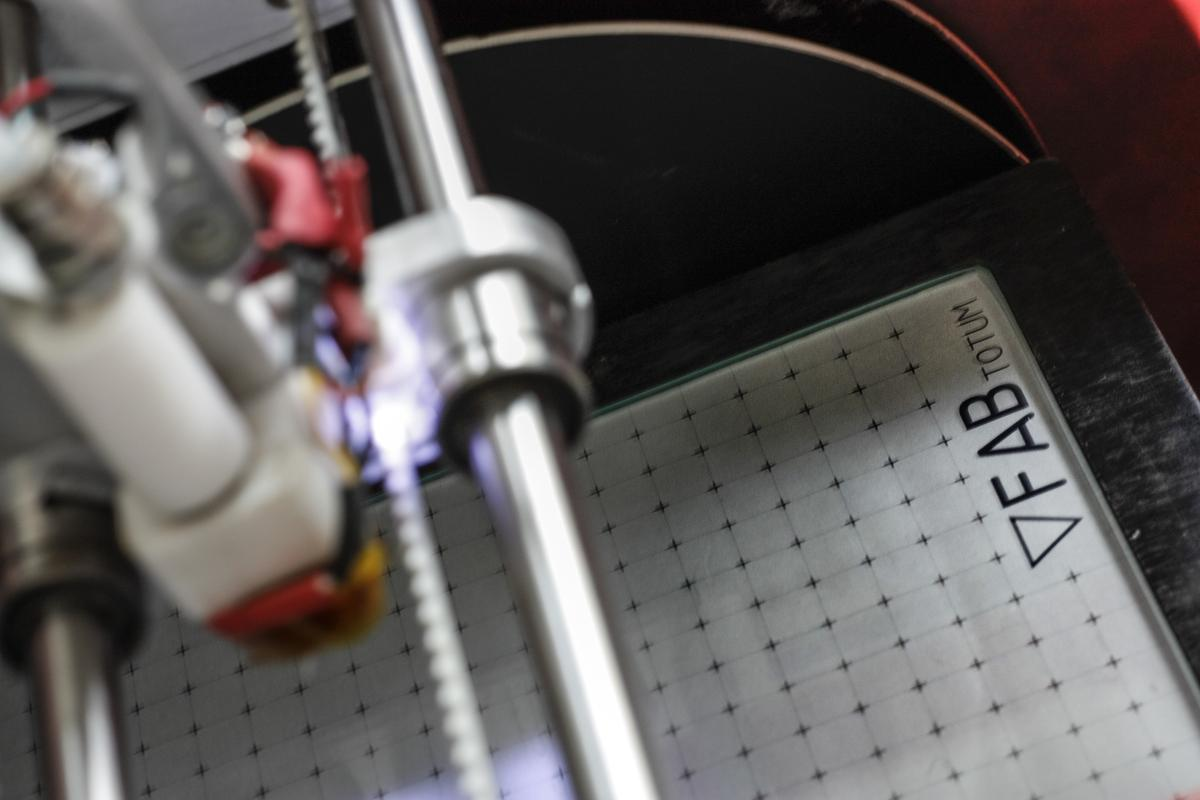 Switching from printing to milling can be done easily