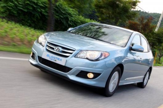 The Hyundai Elantra LPI Hybrid combines an LPG engine and electric motor to deliver fuel economy of 42mpg