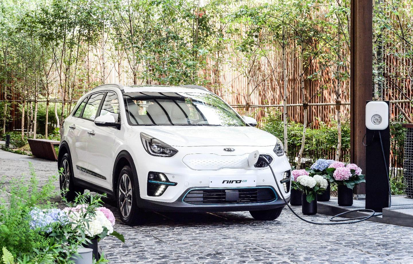 Using a 100-kW fast charger, the Kia Niro EV's battery pack can be charged to 80 percent in a claimed 54 minutes