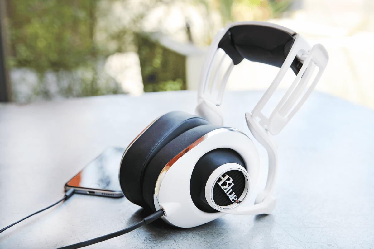 The Lola headphones feature 50 mm custom drivers and a slimmer headband