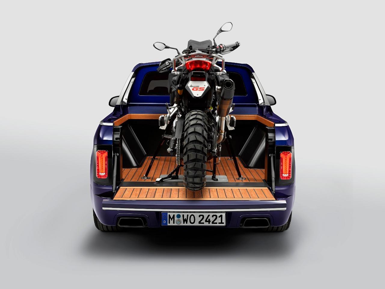 BMWshowedthe X7 Pick-up and F 850 GSadventure bike for Motorrad Days