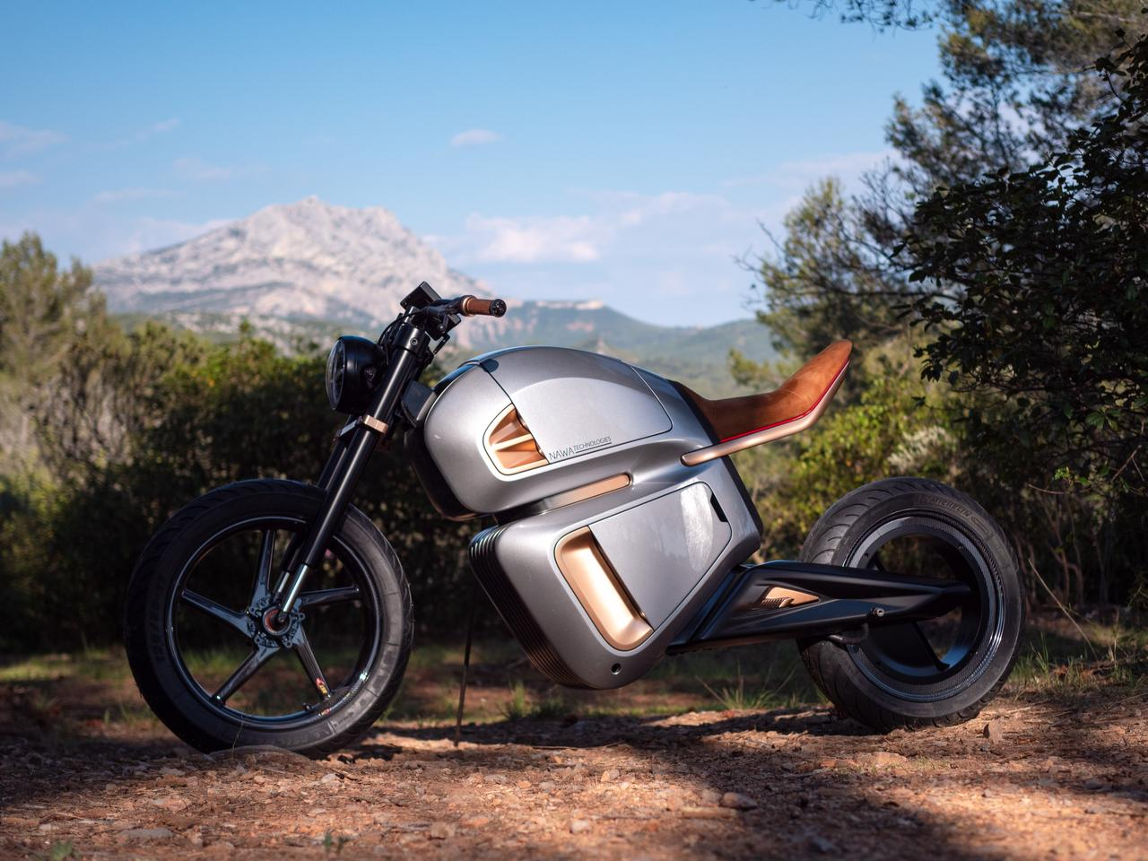 The hubless rear wheel almost goes unnoticed on such a radically futuristic design