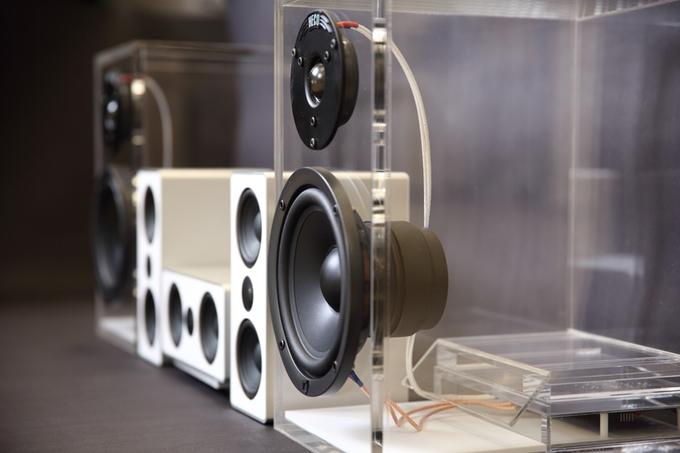 The ONEclassic speaker cabinets are constructed out of 12 mm transparent acrylic, which offers durability as well as an improved internal damping characteristic