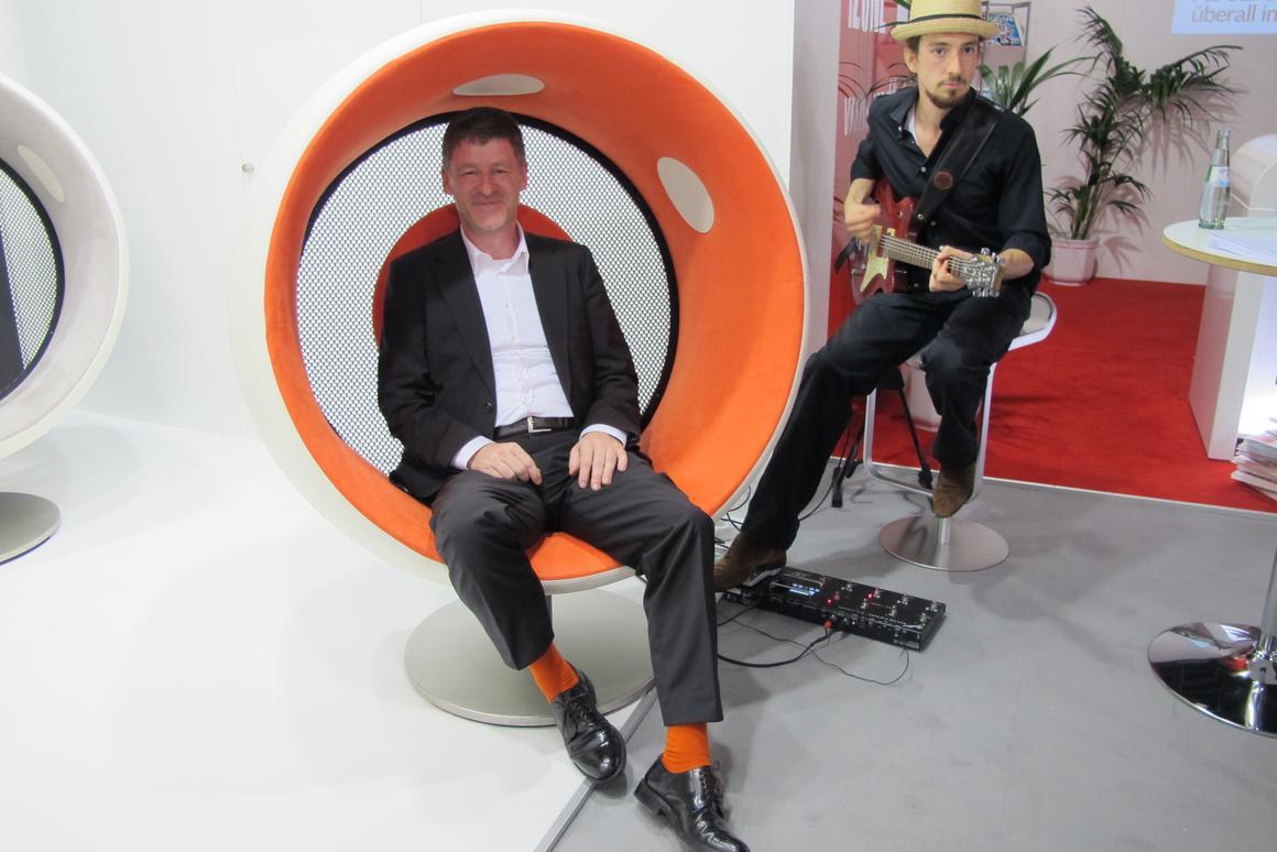 Holger Fritzlar, Sonic Chair designer with guest musician