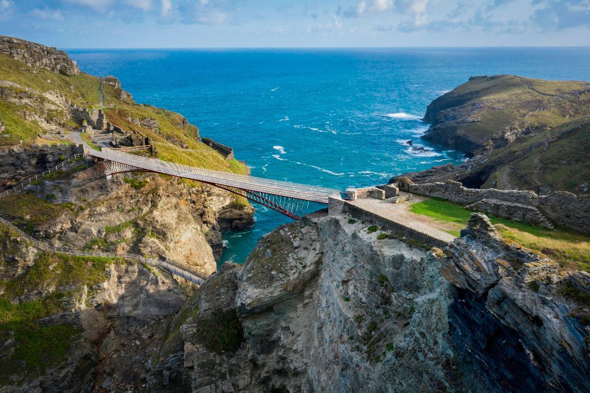 The bridge spans a 190 ft (57 m)-long gorge