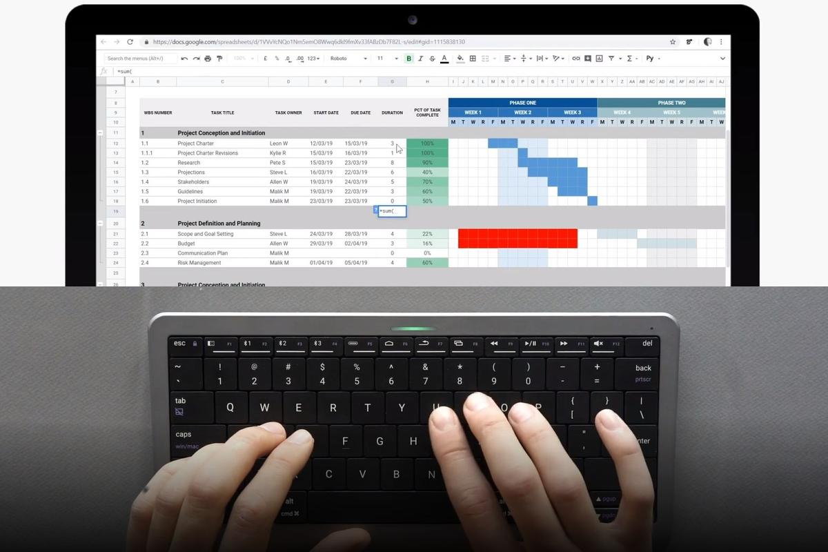 The Click&Touch keyboard automatically switches between typing and touchpad modes, depending on user behavior