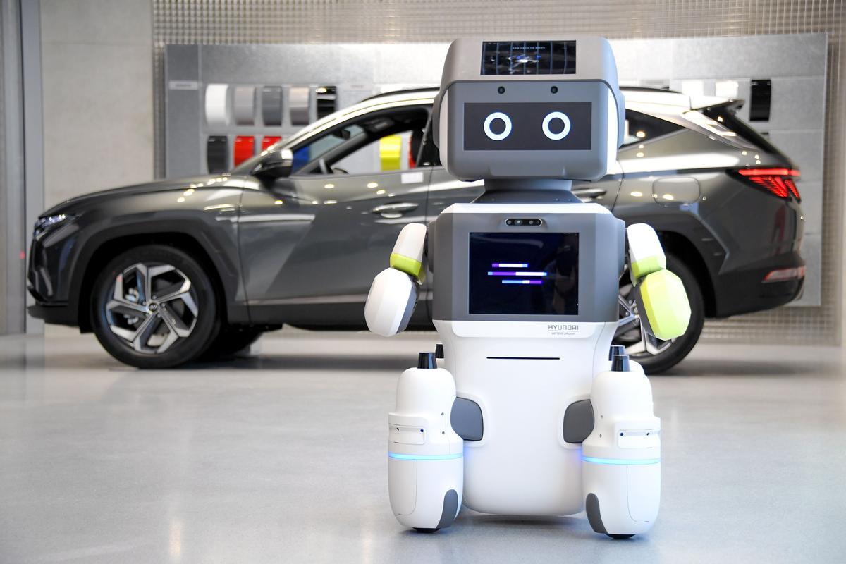 Hyundai's DAL-e interactive humanoid robot – coming soon to a showroom near you?