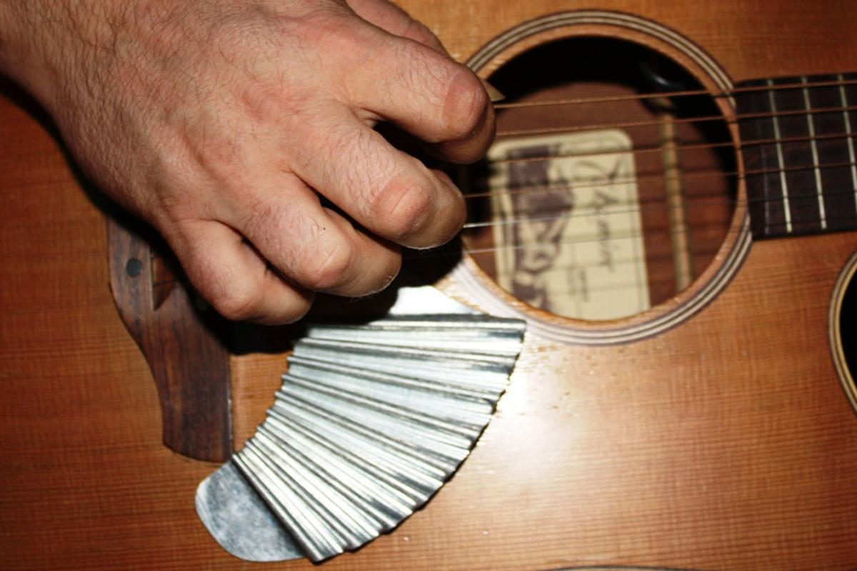 When attached below the picking area of an acoustic guitar, the Pik'N Board offers players the means to provide their own strum-stroke back beat