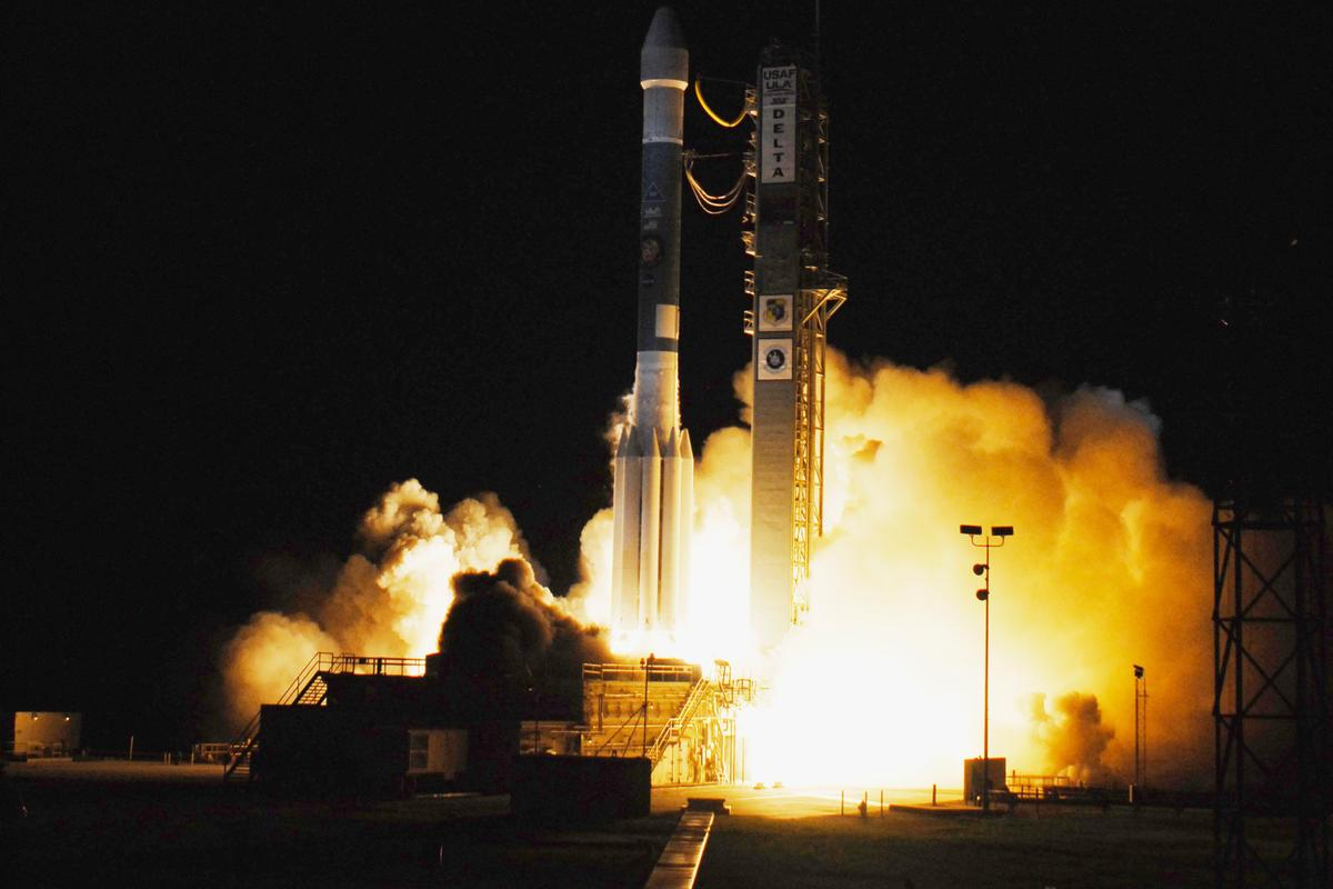 The launch of the Phoenix spacecraft on a Delta II rocket in 2007. NASA is looking for alternatives to hydrazine monopropellant, used en route by Phoenix's navigational thrusters (Photo: NASA/Sandra Joseph and John Kechele)