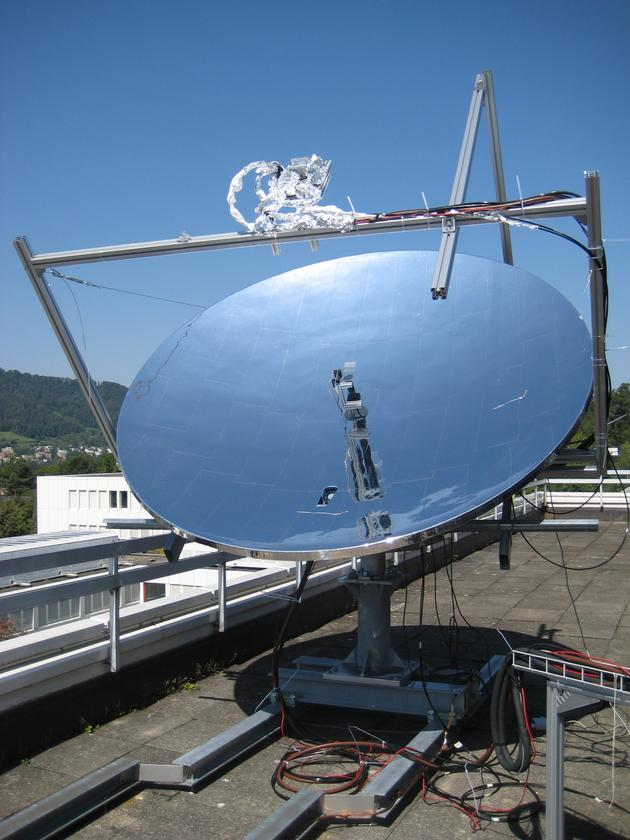 The current prototype consists of a large parabolic dish made up of several mirrors and connected to a sun tracking system
