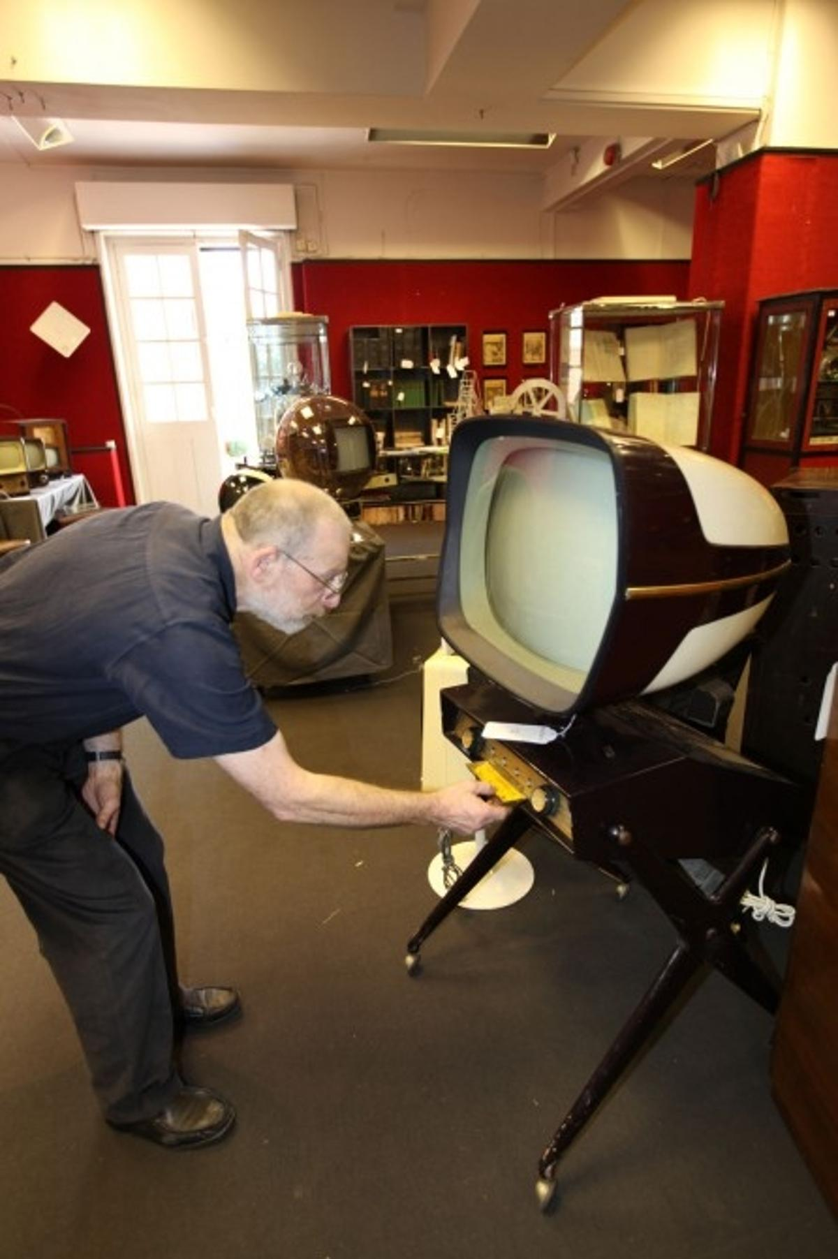 The auction includes 758 examples of almost all forms of early technology including many firsts – and the largest privately held collection of early televisions in the world.