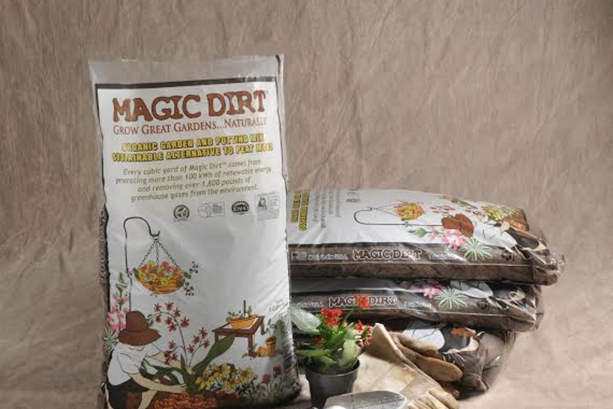 Magic Dirt premium potting soil and Bioproduct Innovation of the Year award winner